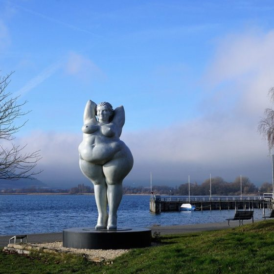 A lovely statue of a full-figured lady. I strive to be that comfortable with myself.
